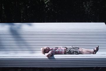 Entspannt liegen (Unsplash: © Omurden Cengiz)