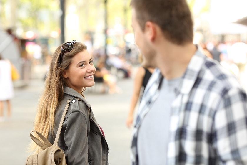Lächeln flirten