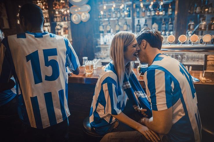 Flirten beim WM-Public-Viewing