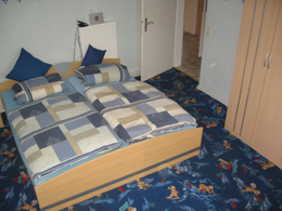 Ausschnitt des Zimmers 'Bandler' mit Doppelbett