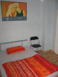 Ausschnitt des Zimmers 'Dilts' mit französischem Bett