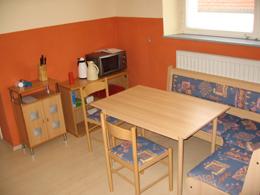 Ausschnitt der Küche im Erdgeschoss mit Sitzecke