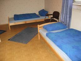 Ausschnitt des Zimmers 'Satir' mit zwei Doppelbetten