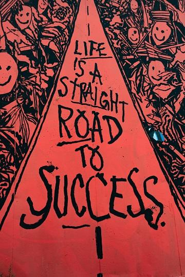 Das Leben ist ein direkter Weg zum Erfolg (Unsplash: © Malcom Lightbody)