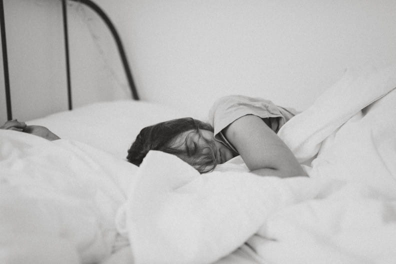 Traurig im Bett
