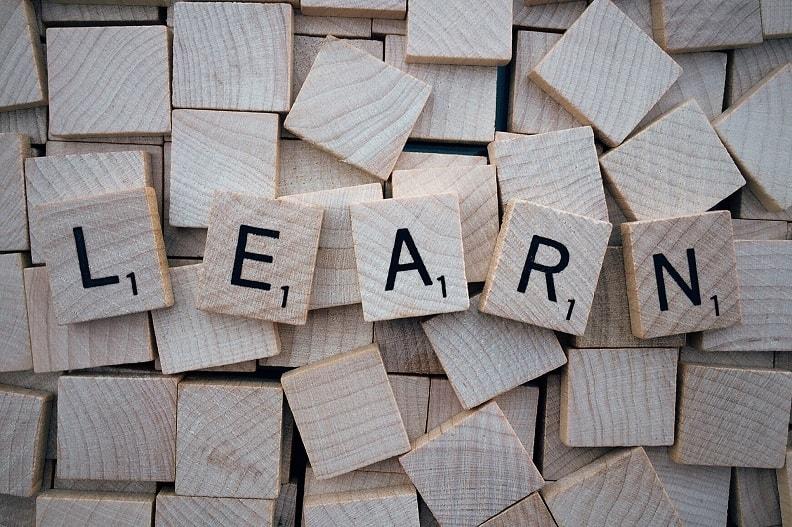 Wortschatz erweitern (Pixabay: © Wokandapix)